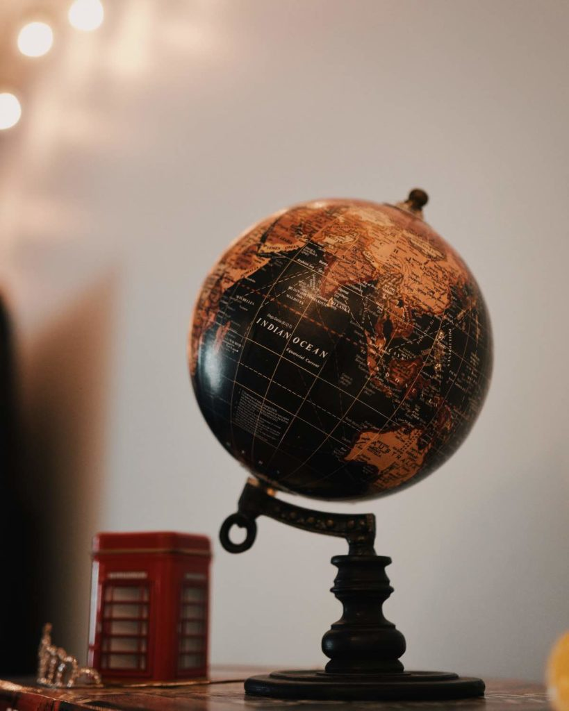 black and gold globe representing digital marketing being global